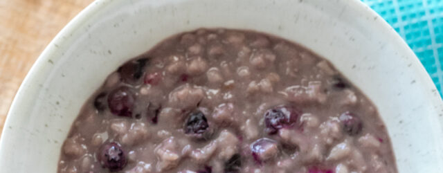 Instant Pot Blueberry Vanilla Oatmeal is a great, easy breakfast for hungry toddlers!